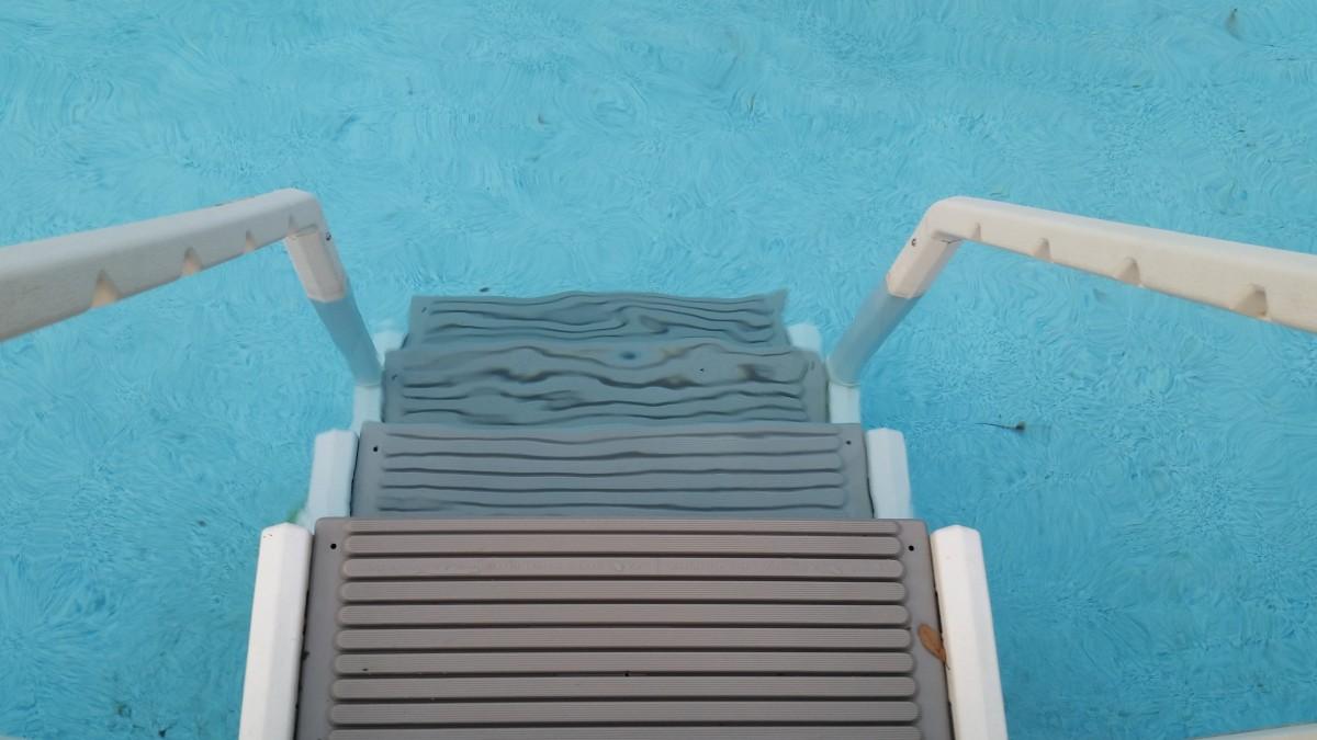 échelle piscine
